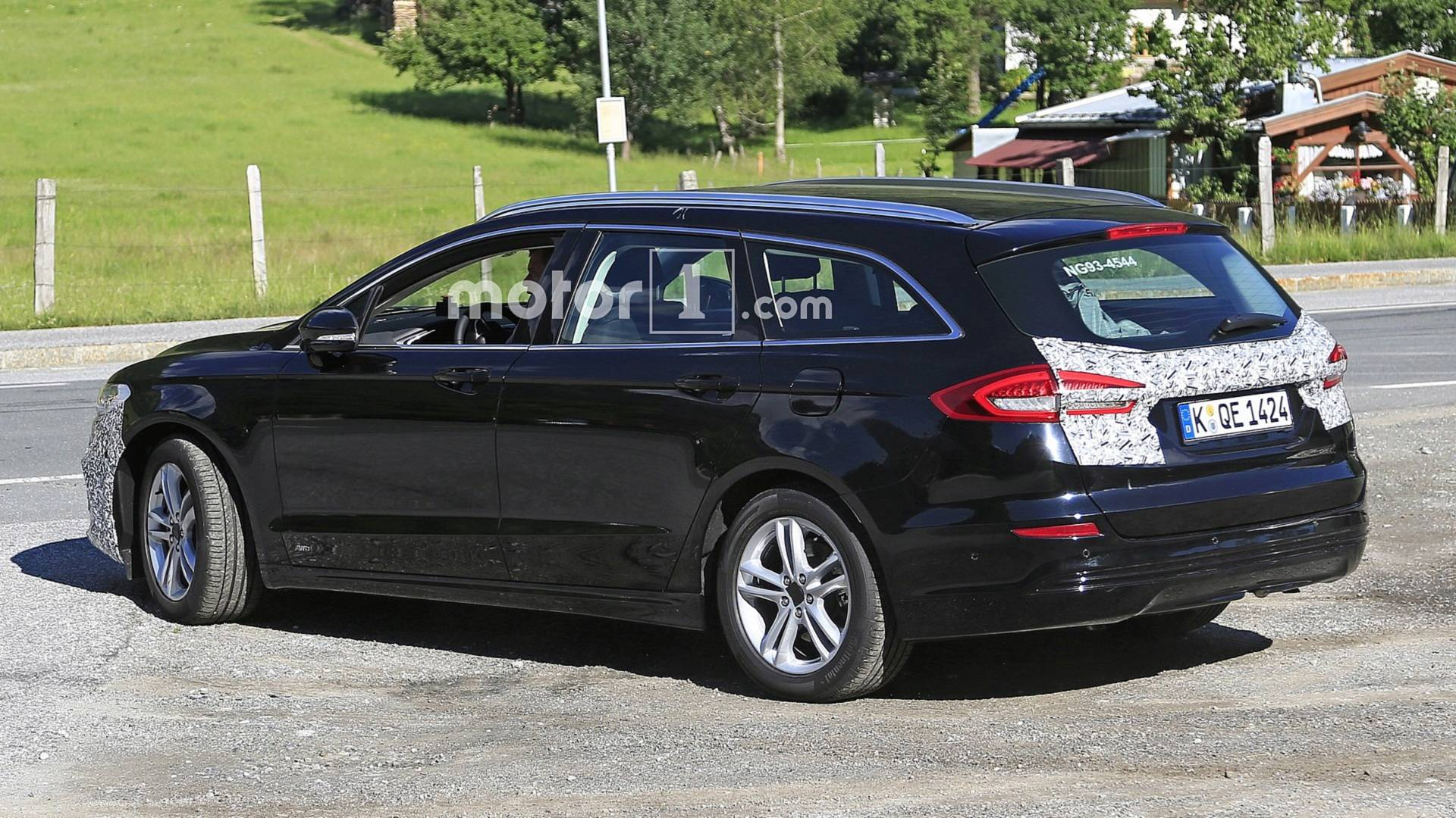 2018 - [Ford] Mondeo/Fusion V - Page 2 Ford-mondeo-wagon-facelift-spy-photo