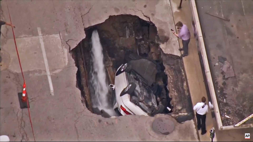 St. Louis Sinkhole Swallows Car While Owner Pumps Iron