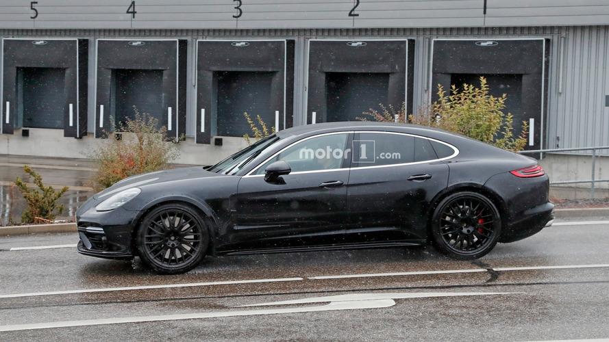Bentley Flying Spur mule spied wearing Porsche clothing