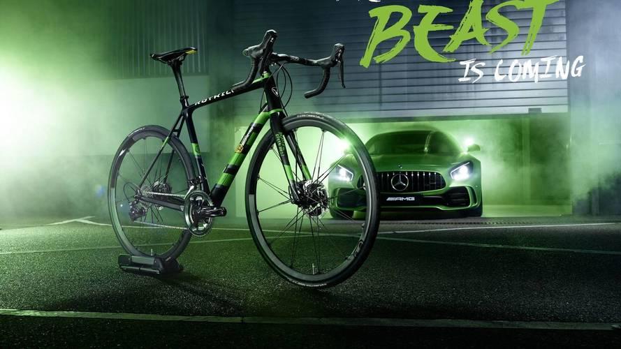 Egy Dacia Sandero áránál is többet kérnek az AMG GT R inspirálta kerékpárért