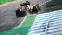 Jolyon Palmer, Renault Sport F1 Team RS16 runs wide