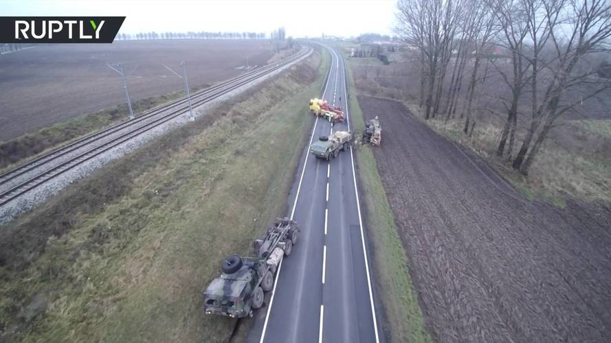 Közúti baleset miatt került bajba az amerikai haderő konvoja