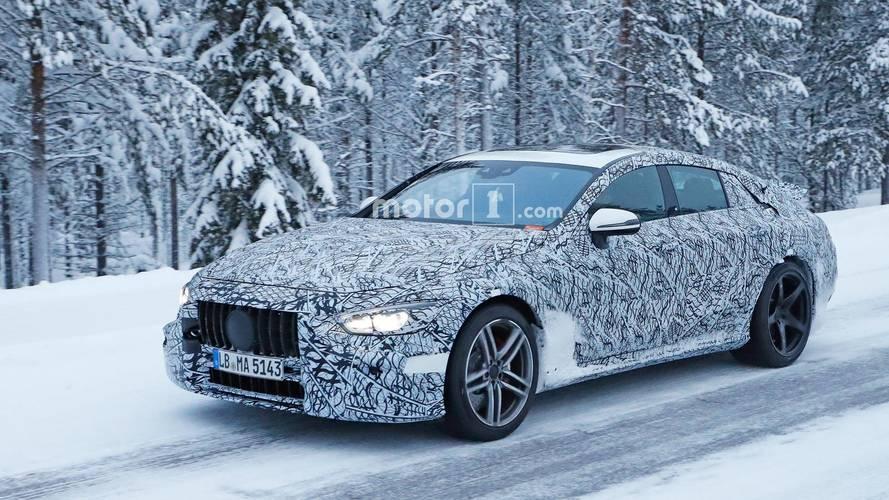 Mercedes-AMG GT Sedan karda kamuflajlı olarak görüntülendi