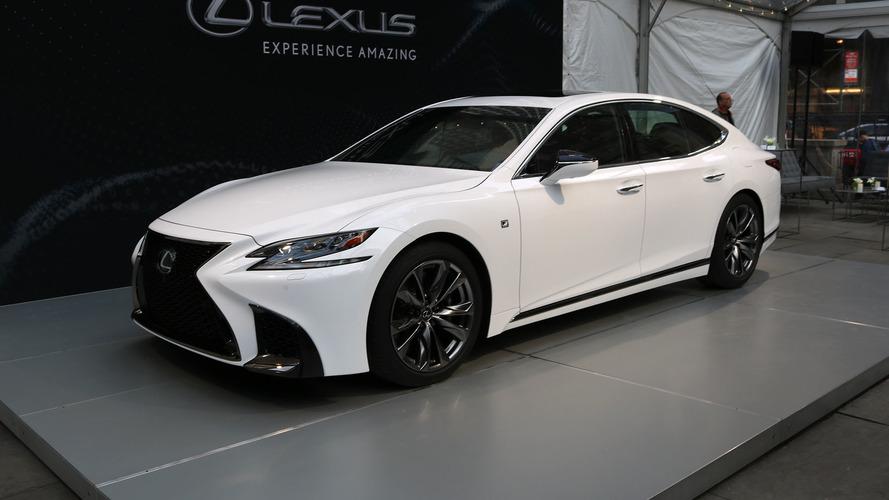 New York 2017 - La Lexus LS 500 enfile sa tenue de sport