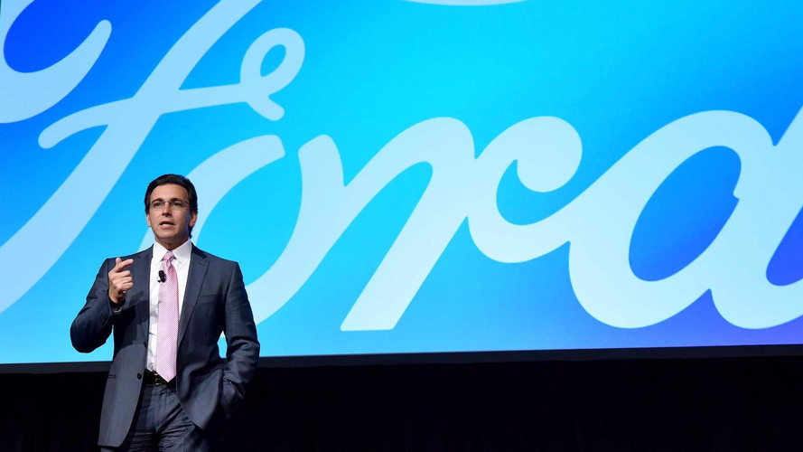 Ford CEO'su Mark Fields kovuluyor
