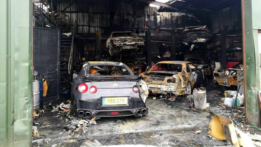 Nissan GT-R mağazası içindeki araçlarla birlikte yandı