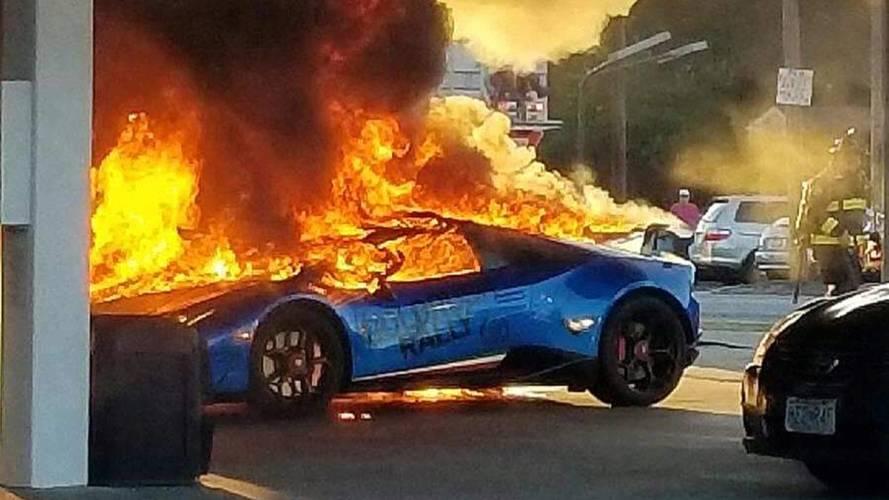 Benzinkúton égett porig egy Lamborghini Huracán Performante