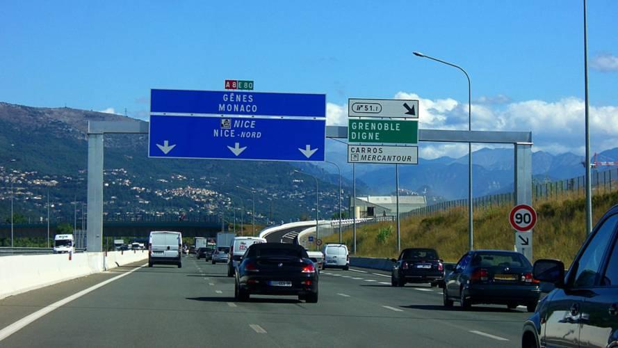 L'autoroute A8 pourrait passer de 110 km/h à 90 km/h