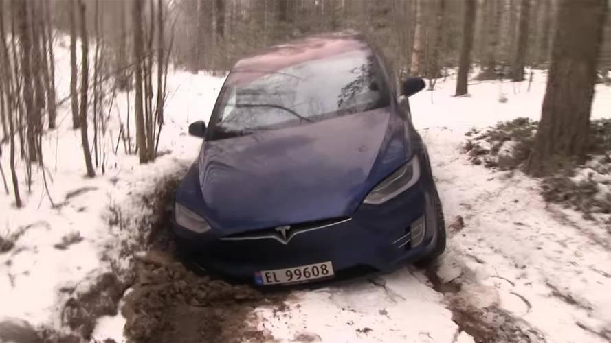 Tesla Model X ile araziye girilirse