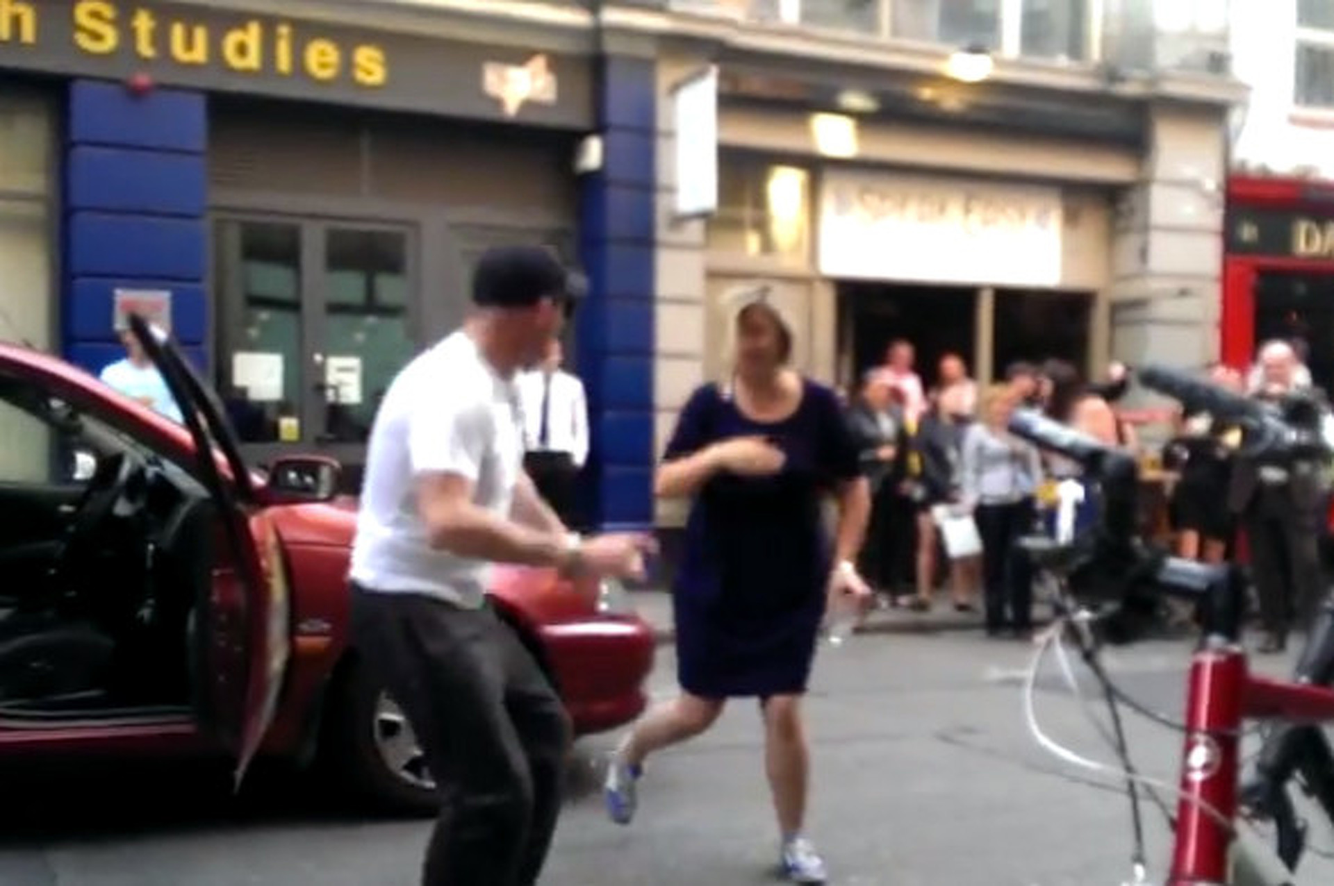 NISMO Tunes Result in Taxi Driver Dancing in Street [video]